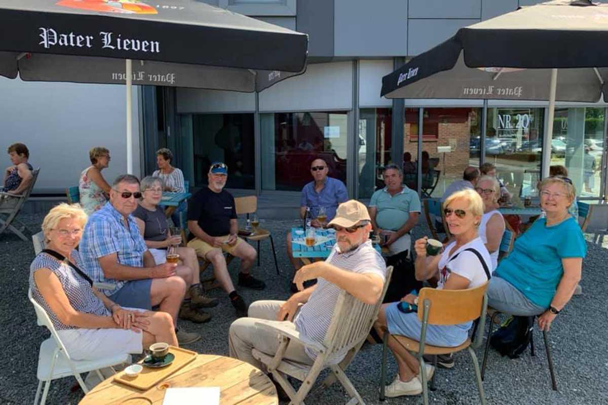 Veel volk op het terras van koffiebar NR. 20 ©Facebook NR.20