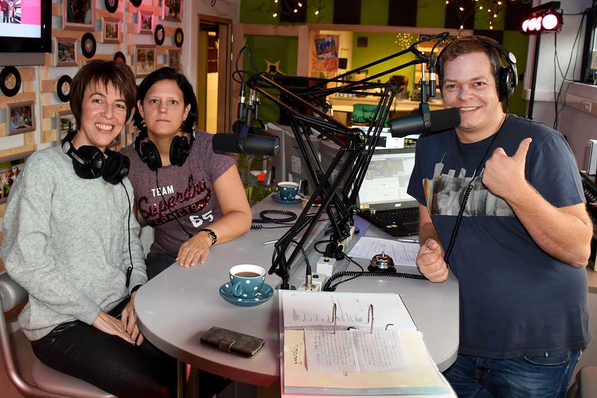 Els Coppens, Caroline De Vadder en Benjamin Rogiers tijdens de radiomarathon vorig jaar.