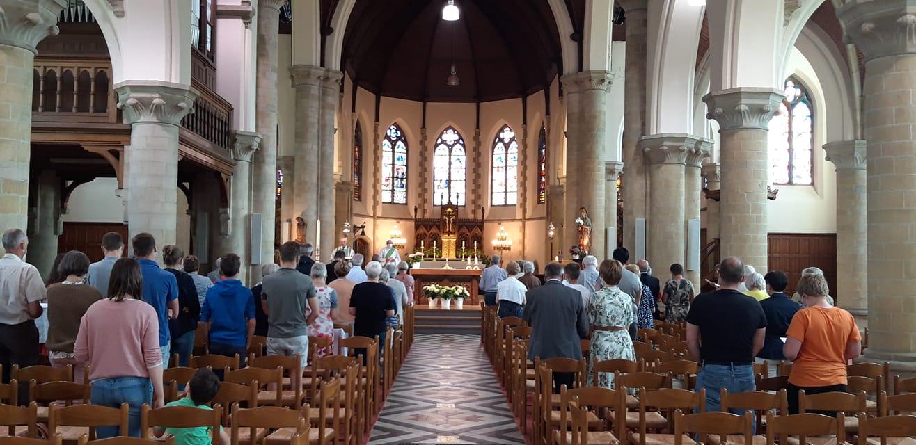 Eucharistieviering in de Sint-Martinuskerk van Herzele ©Davy Beerens